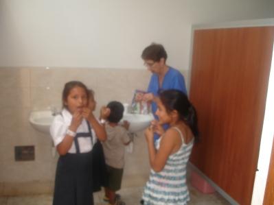Rosa Fe giving instructions